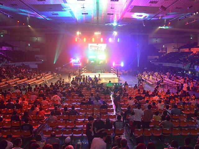 愛知県体育館2階席最前列