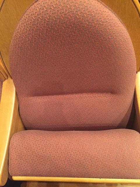 東部フレンドホール指定席の椅子