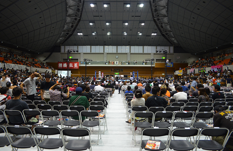 町田市立総合体育館の座席・席順・アクセスを解説。初めてのプロレス観戦!