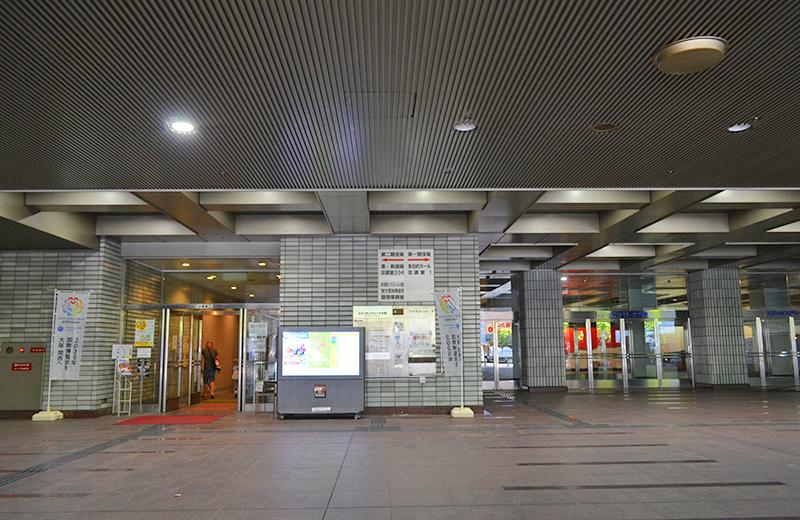 正面入口、第二競技場は左の入口です/大阪府立体育館第二競技場