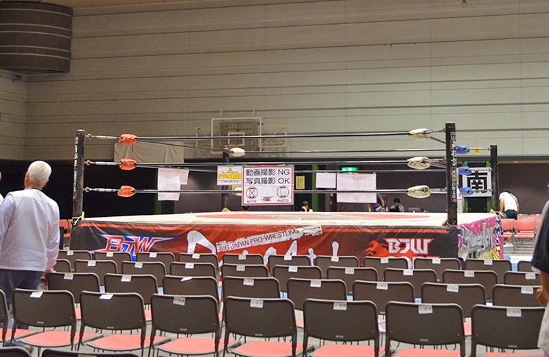 リングサイド席からリング/大阪府立体育館第二競技場