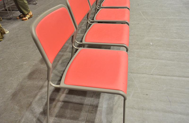 オレンジ色の座席/大阪府立体育館第二競技場