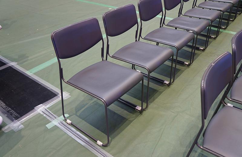 さいたまコミュニティアリーナ、1階指定席のパイプ椅子