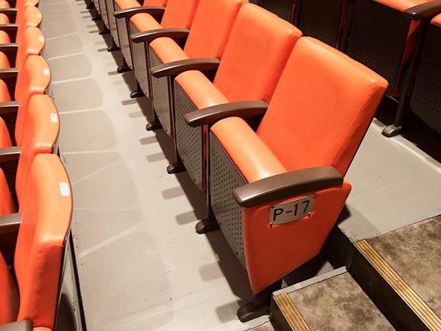 後楽園ホールスタンドの椅子