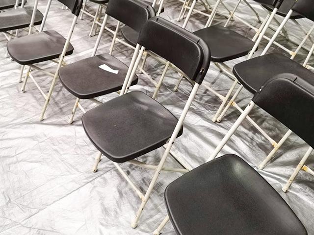 東金アリーナ1階の椅子