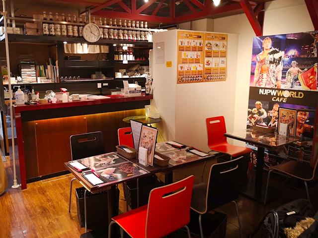 池袋店内/新日本プロレスワールドカフェ