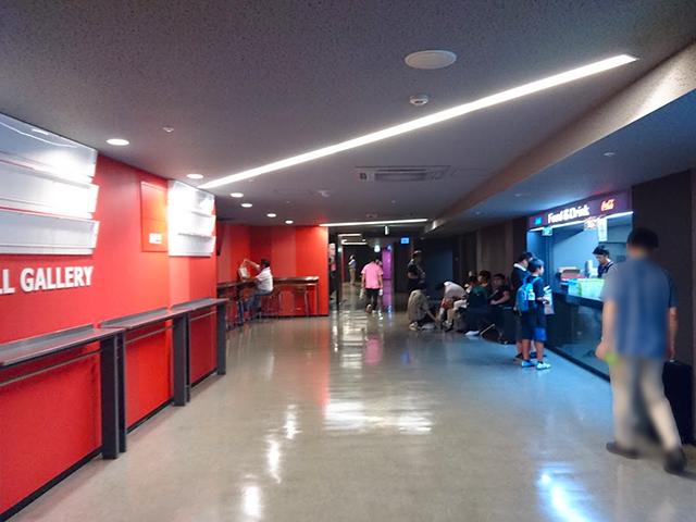 通路/第1バルコニー/リングサイド席:東京ドームシティホールでプロレスを見る!座席・アクセス・見え方を紹介