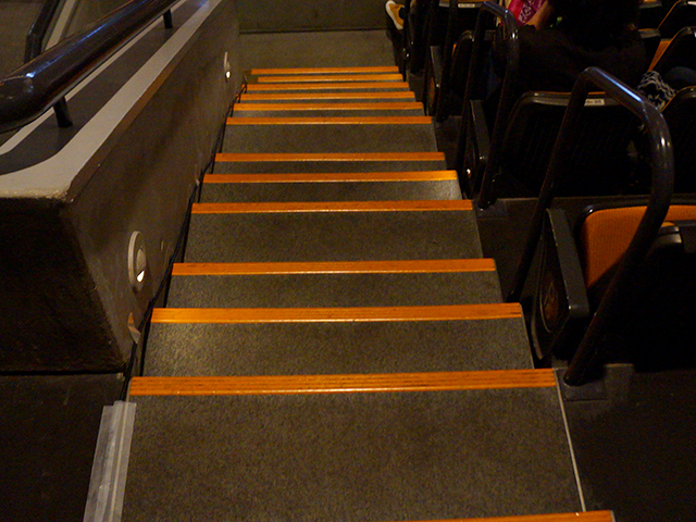 プロレス大阪城ホール・スタンド席階段